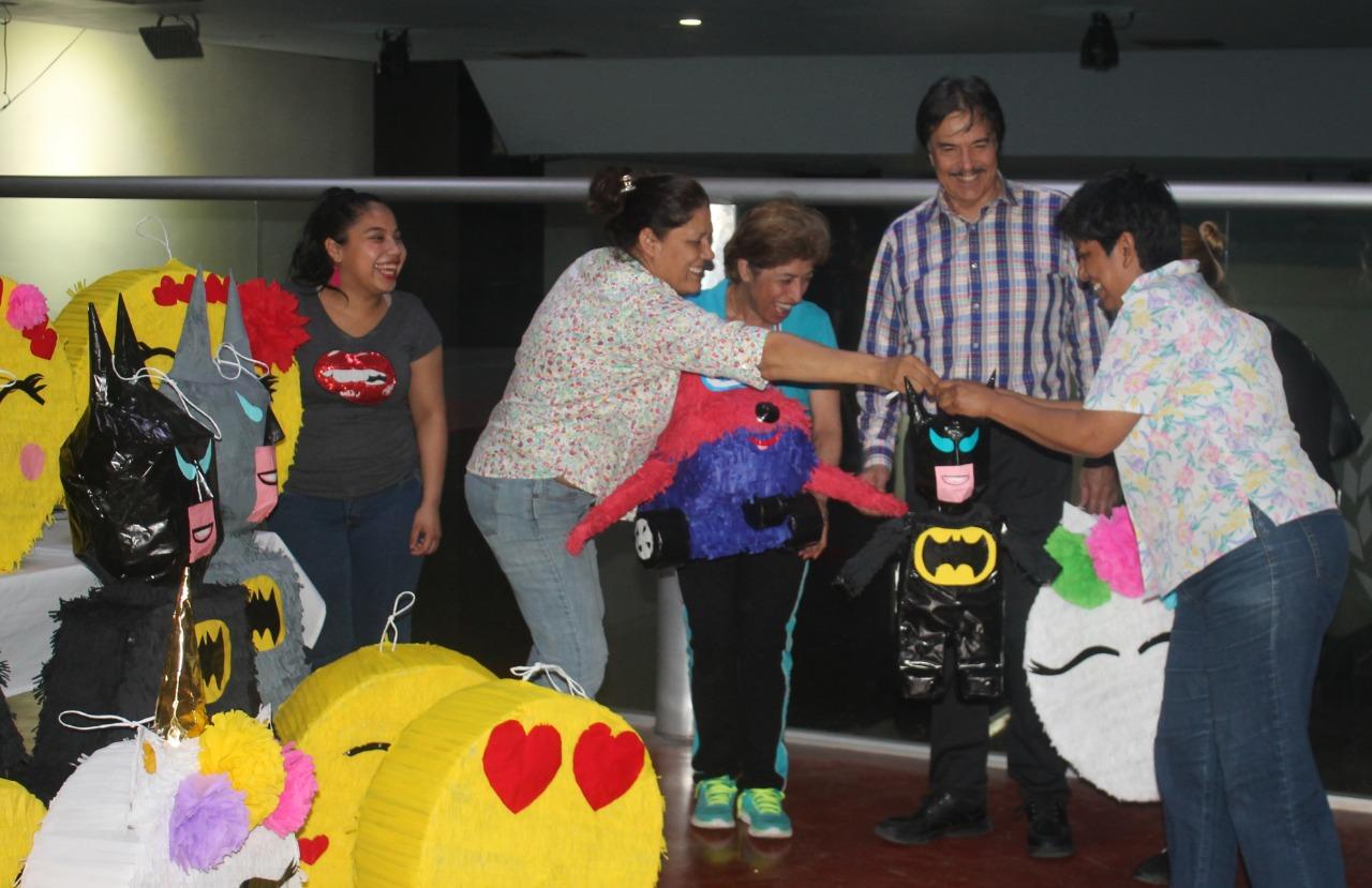 Imparten curso de piñatas para Agremiados en la CTM
