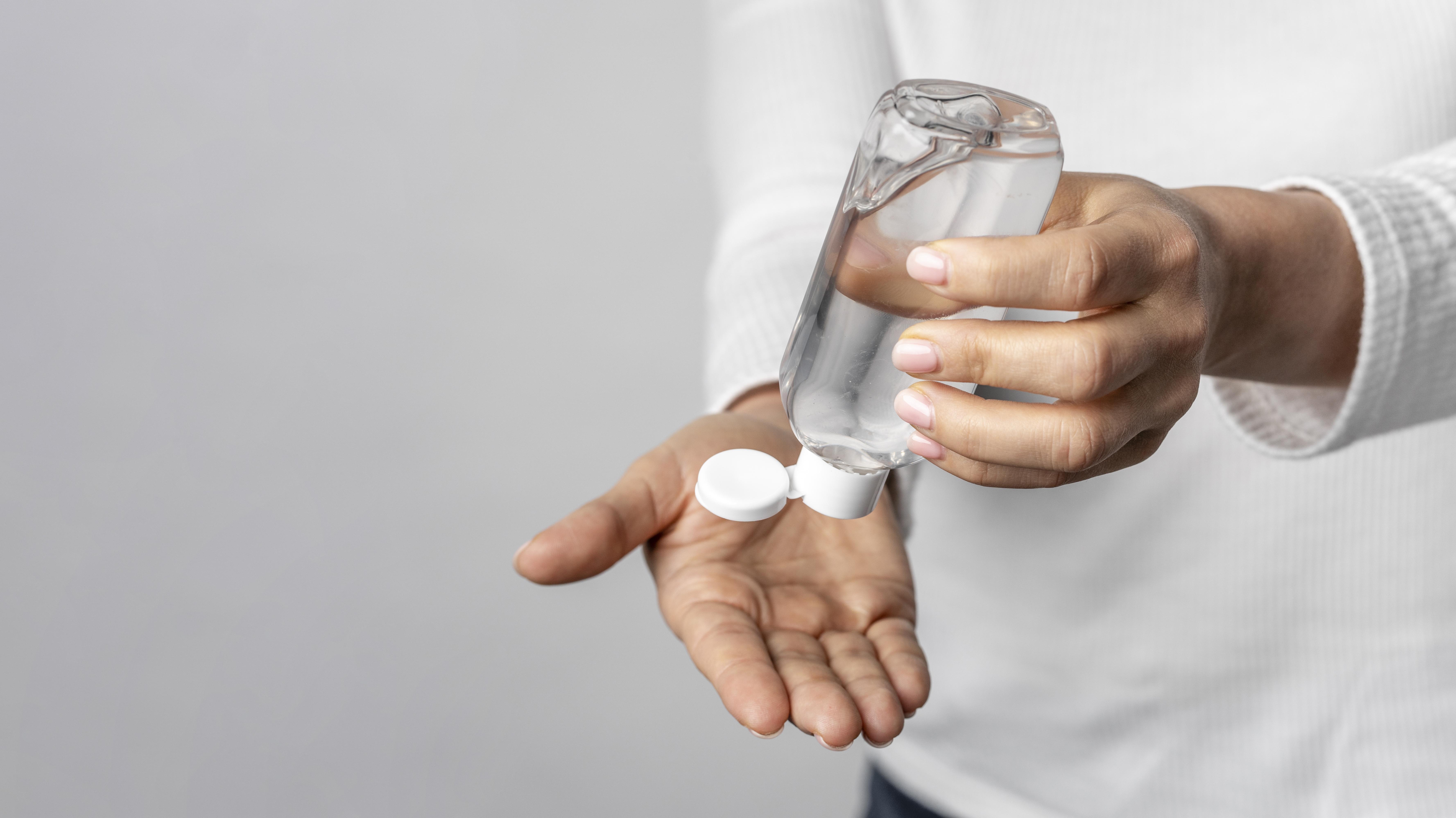 Producción de gel antibacterial, un reinicio de labores saludable.